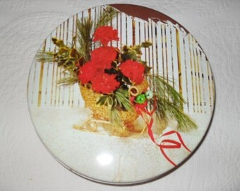 TIN 12 - Vintage 50s Christmas Sleigh and Carnations Cookie / Biscuit Tin