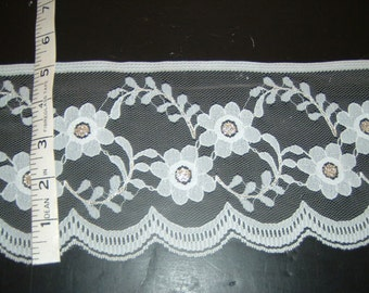 White and Gold lace trim 5 inches wide 2 yds   (4252)