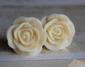 00g (10mm) Creamy White Flower Plugs-for stretched ears