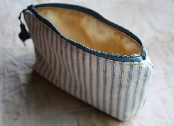 Pearl, a little pouch in ticking and silk