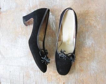 black suede heels, vintage 1960s black suede pumps, size 6 shoes with bow