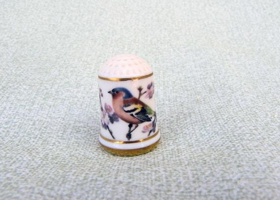 Porcelain China Bird Thimble  CHAFFINCH FRINGILLA COELEBS Franklin Mint Thimble