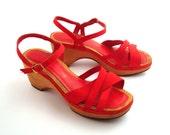Bare Traps Sandals Vintage 1970s Red Shoes Platform Wood High Heel  Size 7