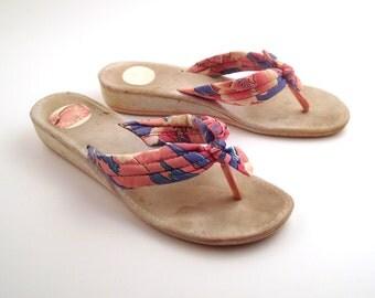 1980s Flip Flops Vintage Sandals Women's Hawaiian Print Bow