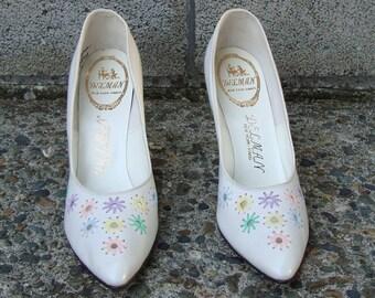 Vintage 1950s Deadstock Delman Flower White Heels 8 1/2 4 A