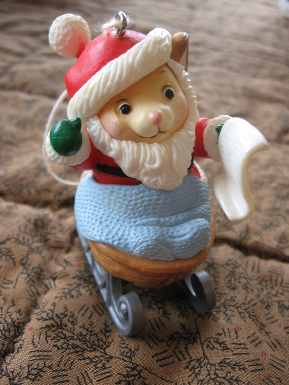 Adorable Vintage Avon Mouse Christmas Ornament from 1983