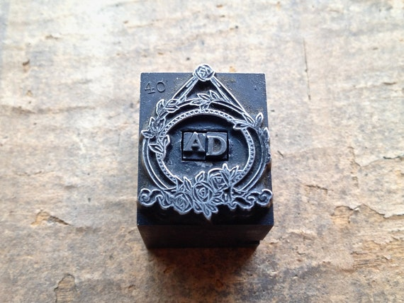 Antique Metal PRINTERS BLOCK - Ornate Decorative small frame with tiny letters A D