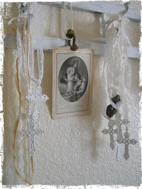 White Metal Cross Pendant