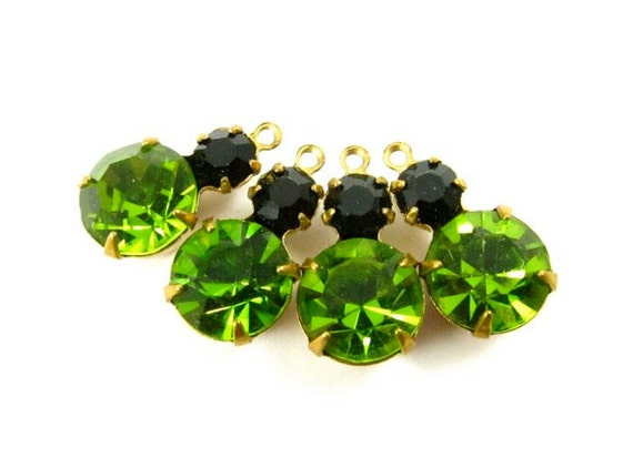 2 - Vintage Glass Round Stones in 1 ring 2 Stones Brass Prong Settings - Olivin & Jet Black - 15x9mm .
