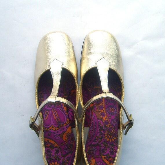 1960s Vintage Metallic Gold T-Strap Shoes Size 7 Narrow