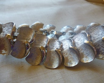 SALE Vintage Silvertone Leaf Links Bracelet
