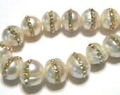 White swarovski crystal set pearls 9mm 1 pair