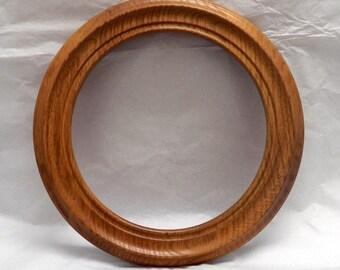 "Bard's Oak Round Plate Frame 9"""