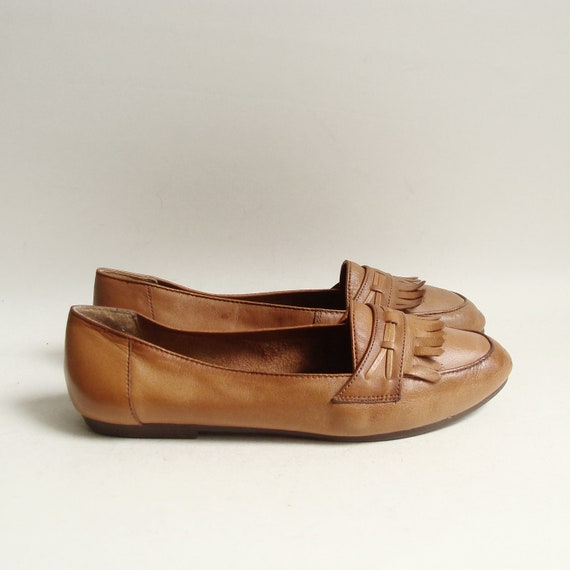 shoes 7 / toffee brown leather flats / 80s 1980s loafers / kiltie loafers / shoes size 7 / vintage shoes