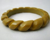 Vintage 30s/ 40s Carved Bakelite Bangle / Pea Green