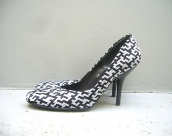 8.5 black and white vintage shoes