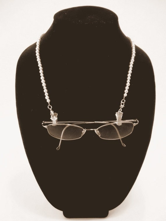 Combo PEARL EYEGLASS Holder and NECKLACE