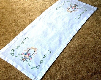 Embroidered Runner Table Scarf Hand Embroidery Hemstitched Linen Nosegay Flower Baskets & Bows
