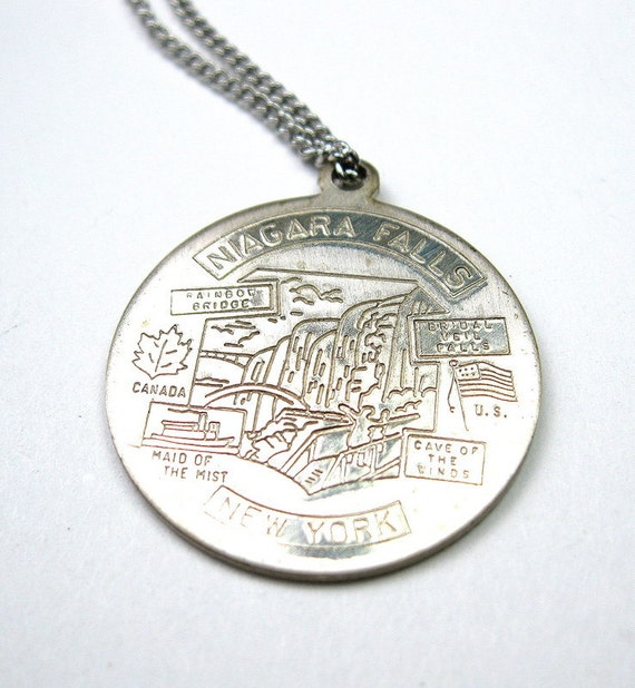 Vintage Niagra Falls Silver Plated Pendant Necklace