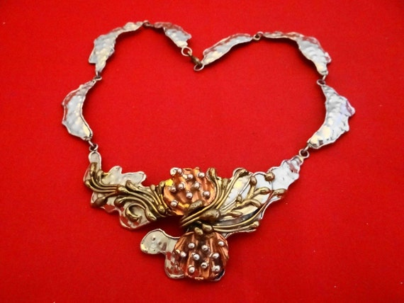 "Dramatic and chunky Vintage statement hammered 15"" necklace with copper accents in great condition"
