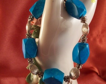 Faux Turquoise and Silver Stretch Bracelet With Dangle