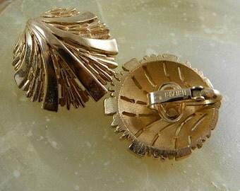 Vintage Trifari Earrings, Gold Clip Abstract Clam Shell: Elegant Shells