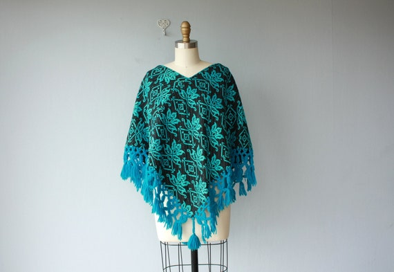 1970s poncho / 70s poncho / embroidered cape / bohemian wool poncho - one size