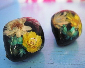 Vintage 1970's Dried Flower earrings