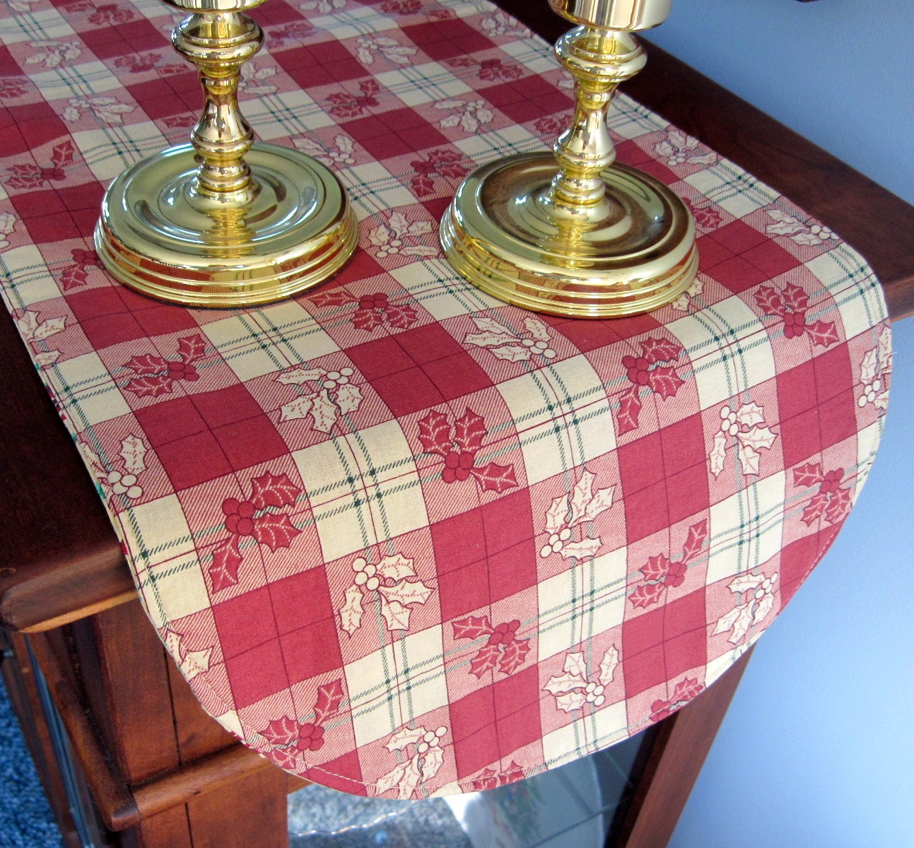 sale christmas table runner 36 inch reversible with green. Black Bedroom Furniture Sets. Home Design Ideas