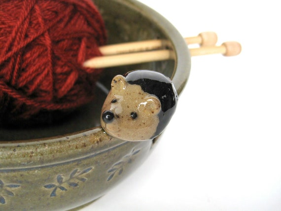 Alfred yarn keeper / bowl in speckled oatmeal with a hedgehog, IN STOCK