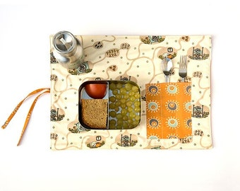Roll up placemat original design for kids. « Nesting  friends » place mat in organic cotton.