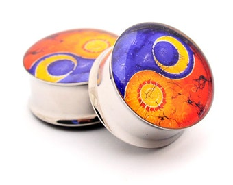 Sun and Moon Yin Yang Picture Plugs Style 2 gauges - 16g, 14g, 12g, 10g, 8g, 6g, 4g, 2g, 0g, 00g, 7/16, 1/2, 9/16, 5/8, 3/4, 7/8, 1 inch