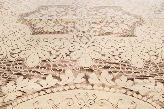 VINTAGE Lace Table Cloth CREAM 82 X 62 HOLIDAY Home Decor
