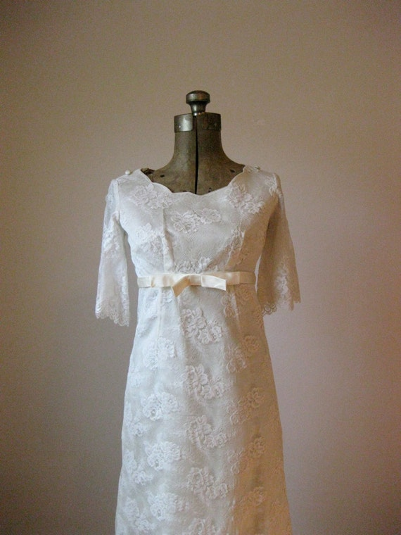 RESERVED //// vintage 1960s Edwardian lace wedding dress // small