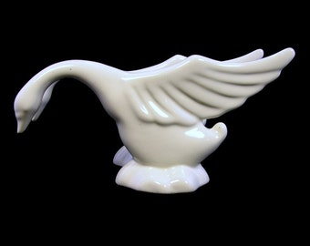 Two Haeger White Swan Figurines Mid-Century Vintage Art Pottery: Winging It