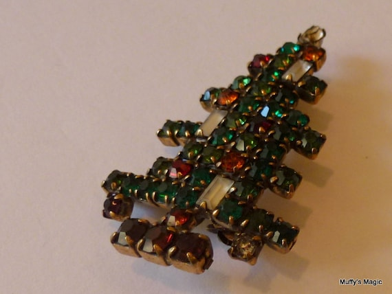 weiss 3 candle christmas tree pin