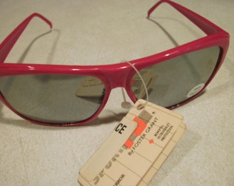Vintage 1970s Foster Grant Red Mirrored Fashion Sunglasses