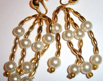 vintage gold and white long dangle and drop screw on or screw back vintage gaudy ish earrings