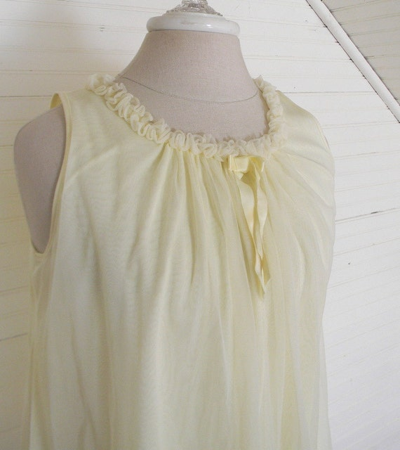 Vintage Nightgown, 1960s Sheer Pastel Yellow Nightgown, Size 8-10 Short Nightgown Ladies Vintage Sleepwear Gown, Pastel Vintage LIngerie