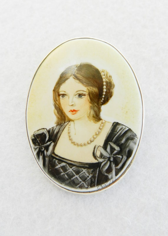 Chic Italian cameo 1950 - Damina of '800 - Painting on porcelain,  and silver frame -brooch or pendant--Art.47 / 2 -