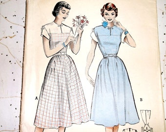 Vintage Butterick Dress Pattern 5791 • size 12 . bust 30 inches