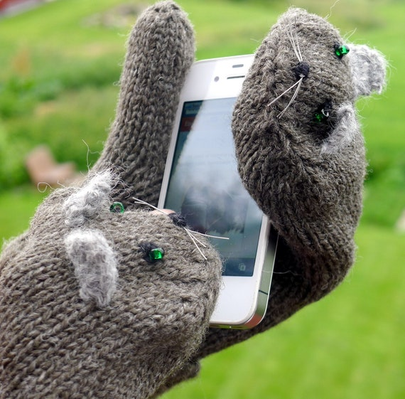 Knitted mittens:  cute Kitty peekaboo iPhone and iPad gloves, knitted from grey 100% wool