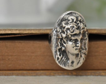 THE VICTORIAN LADY vintage find sterling silver size 5.4