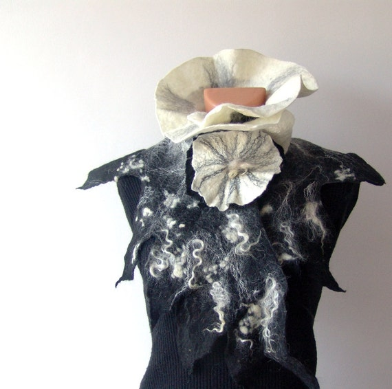Felted ruffle scarf collar -  Black White neckwarmer
