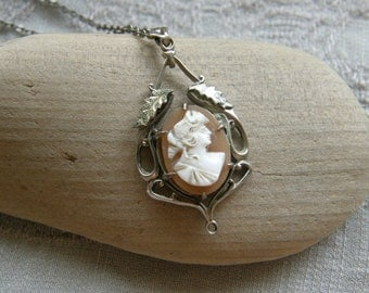 Edwardian Art Nouveau silver lavalier necklace with shell cameo missing it's drop