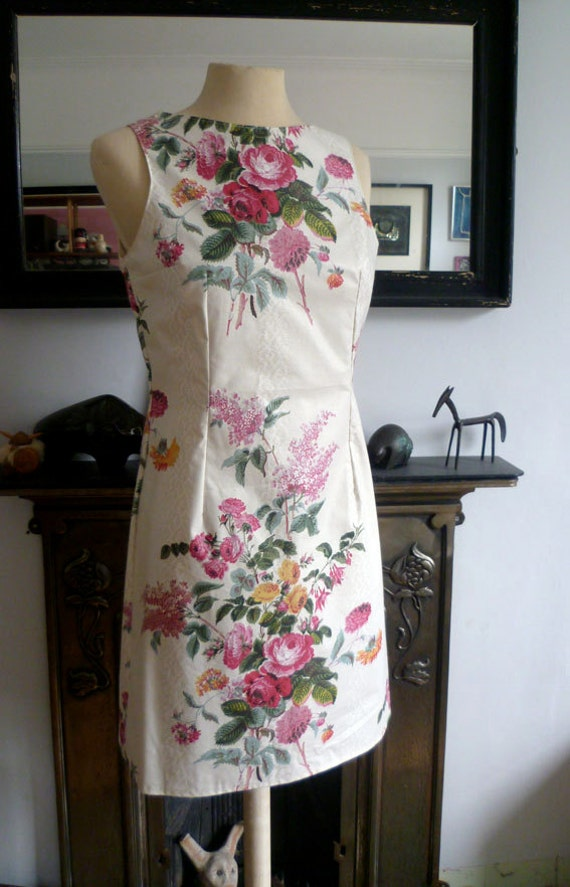 Ladies knee length, fitted 60's style, shift dress size 10-12 in vintage  fabric, rose print.