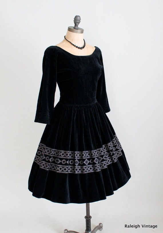Vintage 1960s Dress : 60s Black Velvet Full Skirt Dress