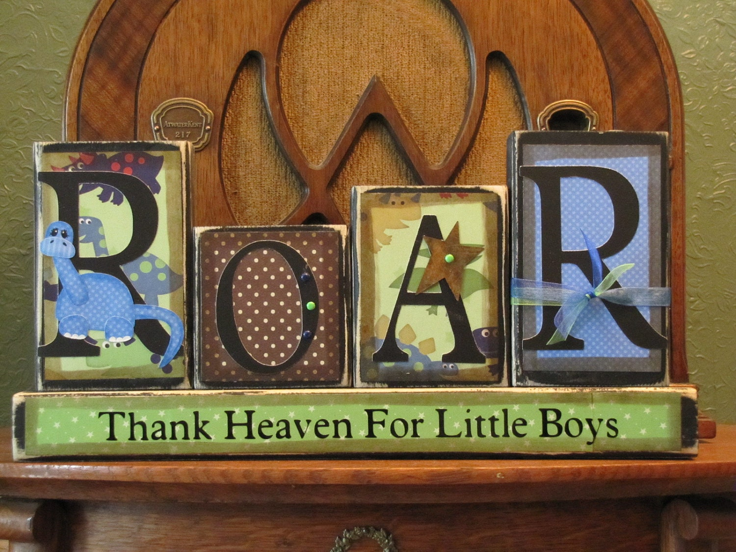 Dinosaur sign boy 39 s room decor dinosaur decor for Kids dinosaur room decor