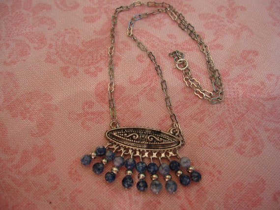 "Very pretty silver tone and denim colored blue bead fringe design necklace measuring 17""."