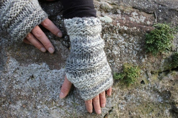 Wooly mittens in stone mix